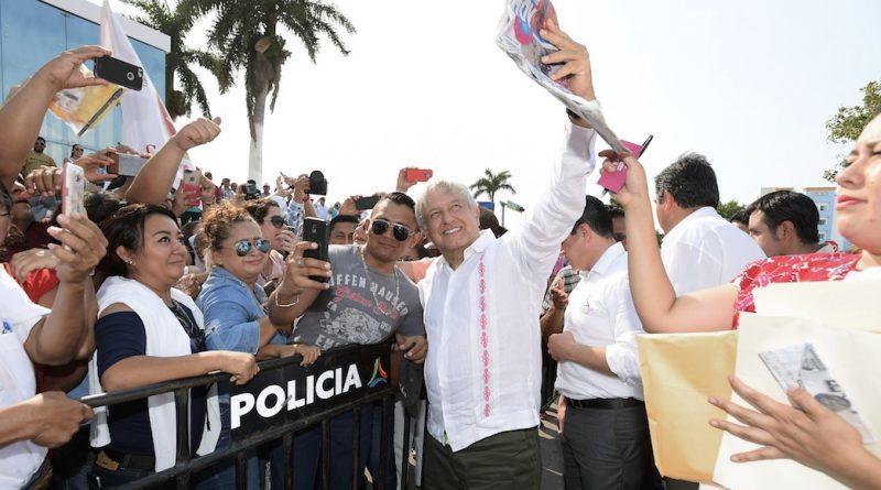 El Archivo General presenta 38 documentos nuevos del expediente de la DFS sobre López Obrador